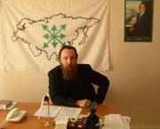 Александр Гельевич Дугин собственной персоной, придерживается ксенофобных, антидемократичных и глубоко антизападных взглядов