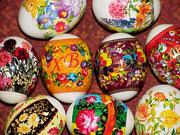 Яйцо, которое традиционно красилось в красные цвета и его оттенки, стало обязательным атрибутом и символом христианской Пасхи с XII века
