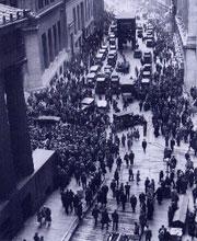 Как это бывает: толпа обсуждает крах Фондовой Биржи - Нью-Йорк, 1929