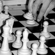 Здесь, как и в шахматах, нельзя играть одновременно и 'за белых', и 'за черных'