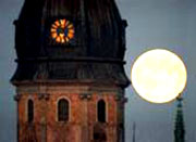 Тайное и явное: солнце, освещающее Латвию, может оказаться луной
