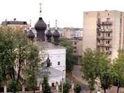 Старообрядческий храм среди новостроек