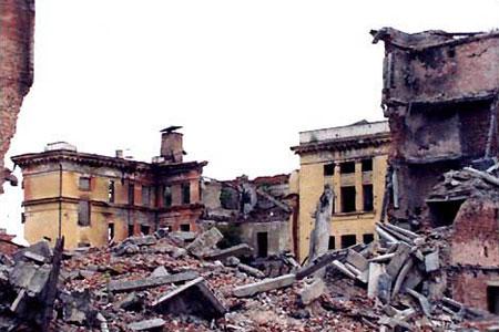 Фотография Анны Политковской, сделанная в Чечне