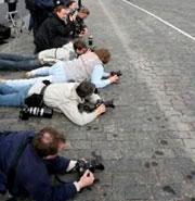 Ну, где надо, журналисты и лечь могут