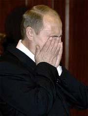 Wladimir Putin sieht als eine Figur aus Lui-Ferdinand Selins Bucher in Finsternis.