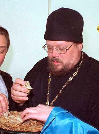 о. Игорь открывает масляничную ярмарку