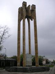 Стела в честь 200-летия вступления Грузии под покровительство России